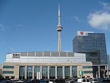 Aero Canada Centro kaj CN Tower de Bay St.jpg