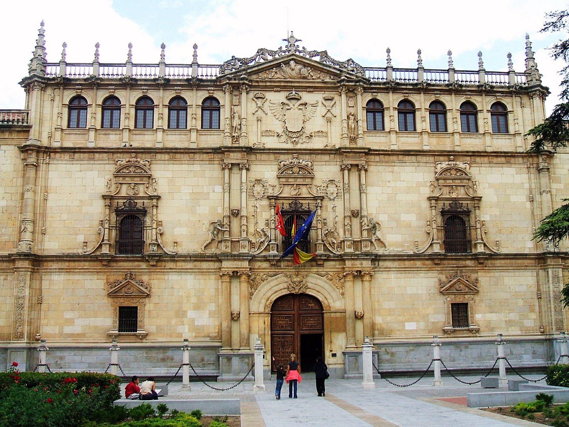 Universit di alcal wikipedia - Casas regionales alcala de henares ...