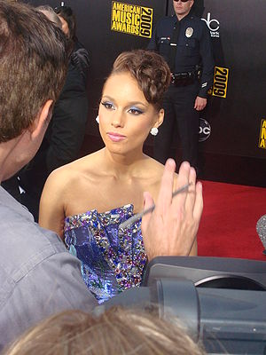Alicia Keys at the 2009 American Music Awards ...