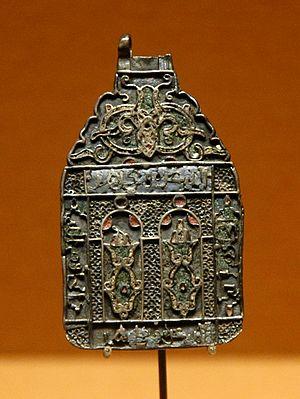 Hamsa - Image: Amulet Spain Louvre OA3013
