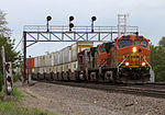 An outbound intermodal at Naperville (4599014520).jpg