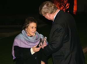Androula Henriques - Receiving an award in 2010