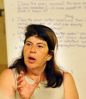 Annie Freud - Annie Freud speaking at the Biblioteca Central in Porto Alegre, 2011.