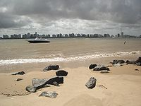 Aracaju vista da cidade Barra dos Coqueiros. O Rio Serjipe separa as duas cidades.