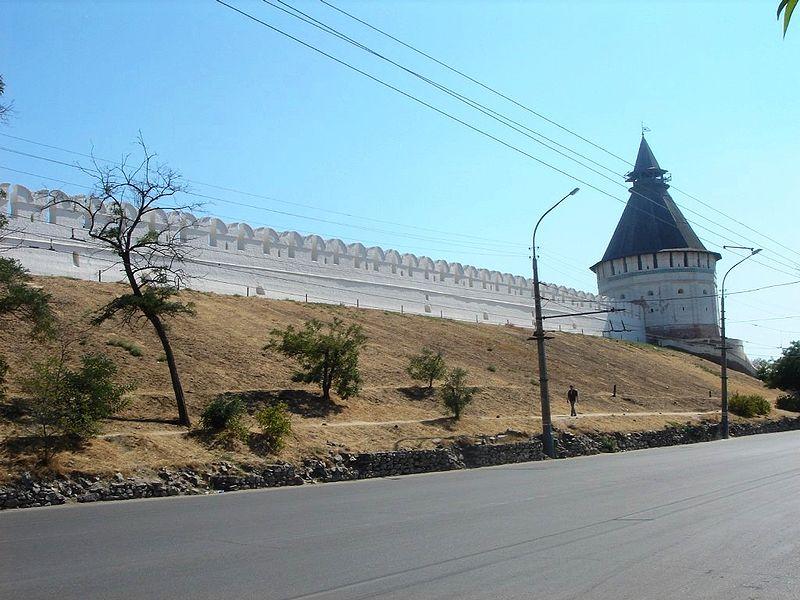 Astrakhan Kremlin wall.jpg
