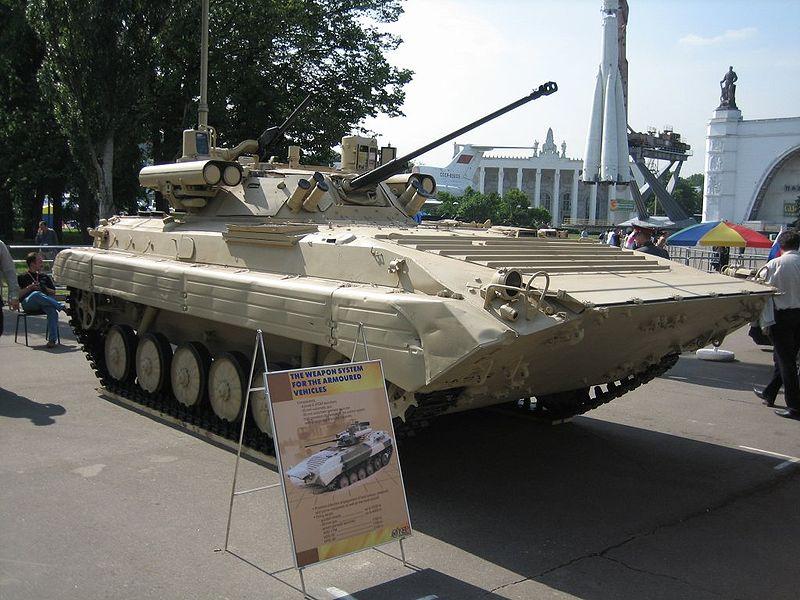 جميع الأسلحة المستخدمة من طرف الجيش الجزائري 800px-BMP-2M