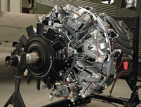 https://upload.wikimedia.org/wikipedia/commons/thumb/8/83/BMW_801D_Duxford.jpg/450px-BMW_801D_Duxford.jpg