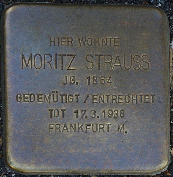 Datei:Bad Soden am Taunus, Neugasse 3, Stolperstein Moritz Strauss.jpg