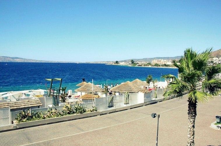 Bathing establishments along the beach