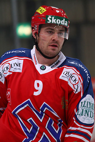 Brendan Bell (ice hockey) - Bell during his time with EHC Biel of the NLA