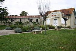 Bercloux Mairie Eglise.JPG