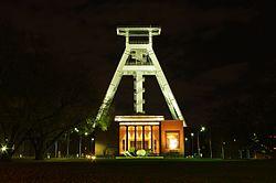 Bergbaumuseum Bochum bei Nacht.JPG