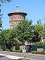 Bergen op Zoom - Watertoren met bomen en vluchtheuvel.jpg