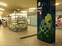 Berlin - U-Bahnhof Turmstraße (9487963713).jpg