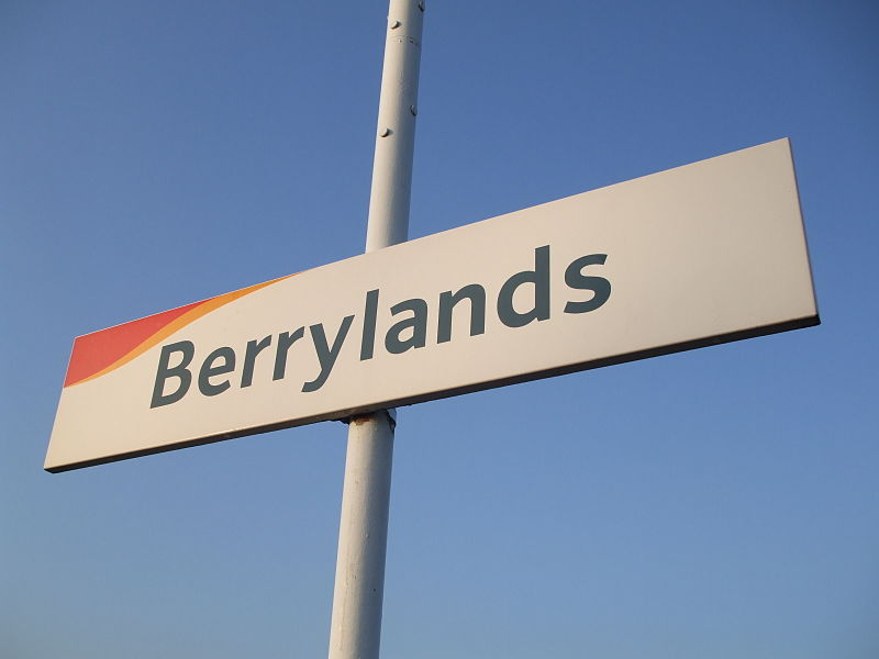 File:Berrylands station signage.JPG
