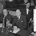 Bespreking Paul H Spaak met Minister Luns Den Haag, Bestanddeelnr 908-2946.jpg