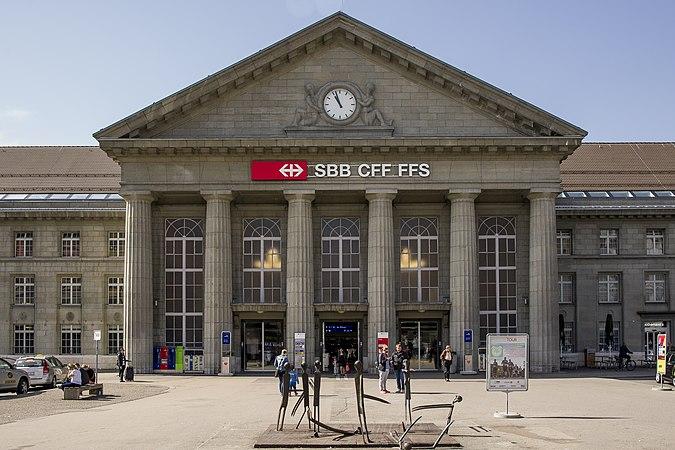 Biel-Bienne Bahnhof Gare.jpg