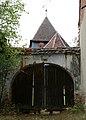 Biserica fortificată din Rodbav - poarta de acces.jpg