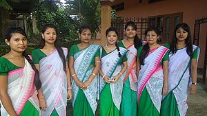Bishnupriya Manipuri people - Bishnupriya Manipuri girls in traditional attire