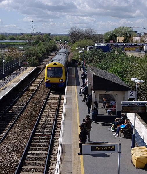 File:Blackhorse Road station MMB 14 172001.jpg