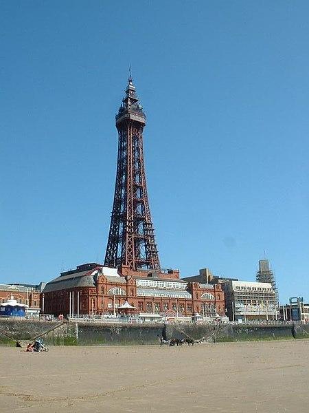 Répliques de notre Tour Eiffel dans le monde - Page 4 450px-BlackpoolTower_OwlofDoom
