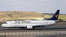 Un Boeing 737-400 qui ripreso all'Aeroporto di Madrid-Barajas, Spagna. (2006)