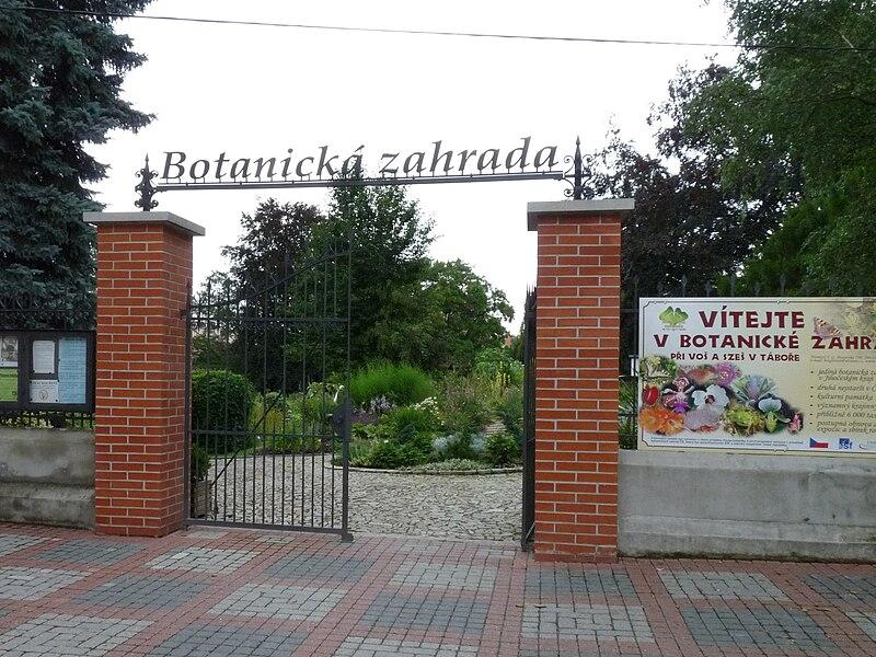File:Botanická zahrada Tábor - vchod.jpg