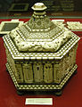 Bottega degli embriachi, cofanetto, metà del XIV sec., inv. 722 01.JPG