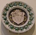 Bottega della robbia, stemma minerbetti con stemma papale, 1480-1520 circa.JPG