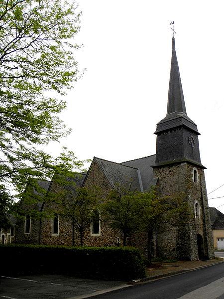 Église Saint-Pierre de Bouchamps-lès-Craon (53). Vue septentrionale.