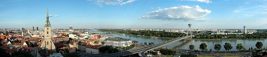 [ TRANSMISSION - 15 Mars 2014 - Slovnaft Arena - Bratislava - Slovaquie ] 880px-Bratislava_Panorama_01