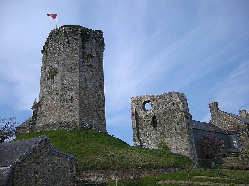 Le donjon du Vieux Château de Bricquebec (Manche, Normandie, France)