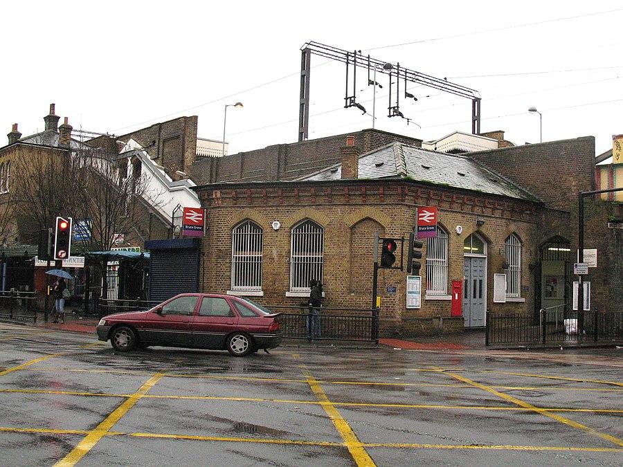 Bruce Grove railway station