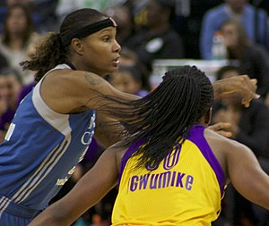 Rebekkah Brunson - Nneka Ogwumike guards Brunson in 2016