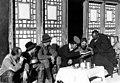 Bundesarchiv Bild 135-S-12-45-04, Tibetexpedition, Besuch von Regierungsvertretern.jpg