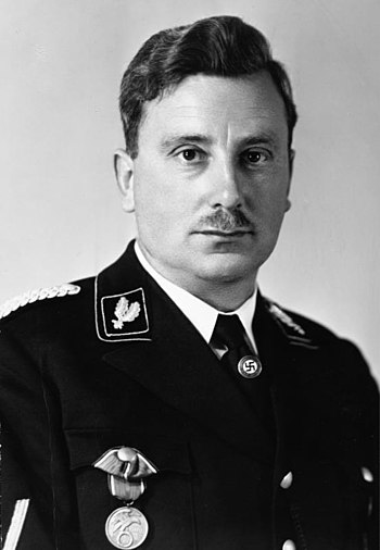 Emil Maurice wearing the Blood Order.