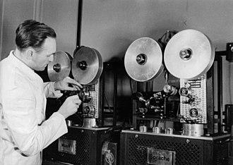 Die Deutsche Wochenschau - Mixing room, 1941