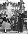 Bundesarchiv Bild 183-64450-0003, Dresden, koreanische Studenten der TH mit Kommilitonen.jpg