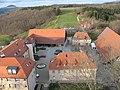 Burganlage mit Hotel Staufeneck von der Spitze des Burgfrieds aus - panoramio.jpg