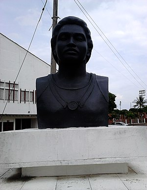 Busto de María Isabel Urrutia 04.JPG
