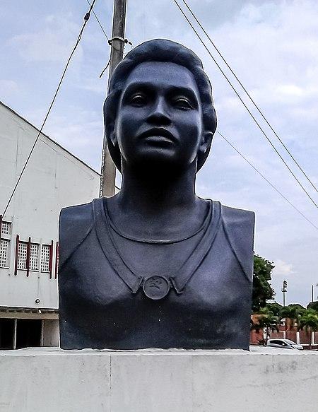 Archivo:Busto de María Isabel Urrutia 04.JPG