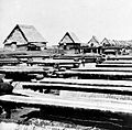 COLLECTIE TROPENMUSEUM Zoutwinning bij de vleermuizengrot te Kusamba aan de oostkust van Bali TMnr 10007399.jpg