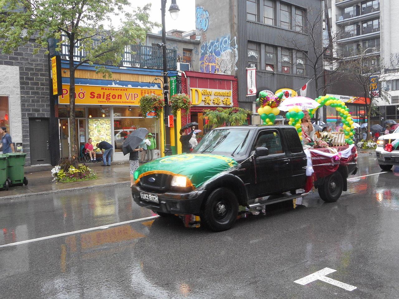 File:Canada Day 2015 on Saint Catherine Street - 275.jpg - Wikimedia