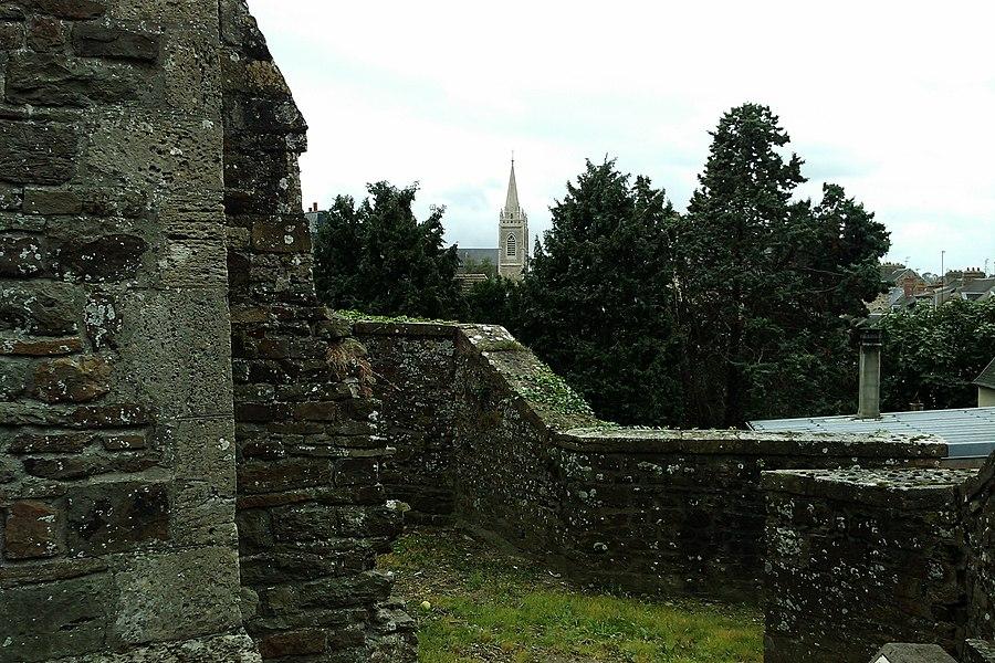 L'église de la HAye-du-Puits vu depuis le château de fr:la Haye-du-Puits