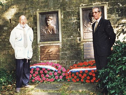 Gaul and Federico Bahamontes in front of the memorial to Luxembourg's other Tour de France winners, Francois Faber and Nicolas Frantz, in 1998 Charly Gaul et Frederico Bahamontes en 1998 devant le Memorial Francois et Nicolas Frantz 1 (cropped).jpg