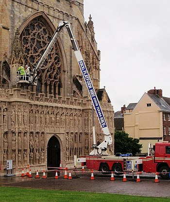 English: Cherry picker, Exeter Cathedral A buc...