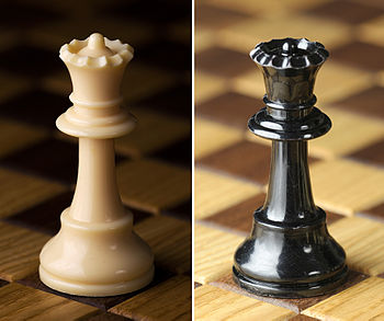 Chess piece - White and Black queen.jpg
