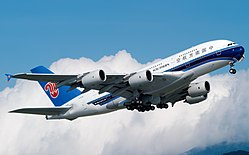 China Southern Airlines Airbus A380-800 B-6136 (30959984551).jpg