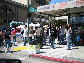 Chinatown, Oakland - A crowded sidewalk during the 2006 Chinatown StreetFest.