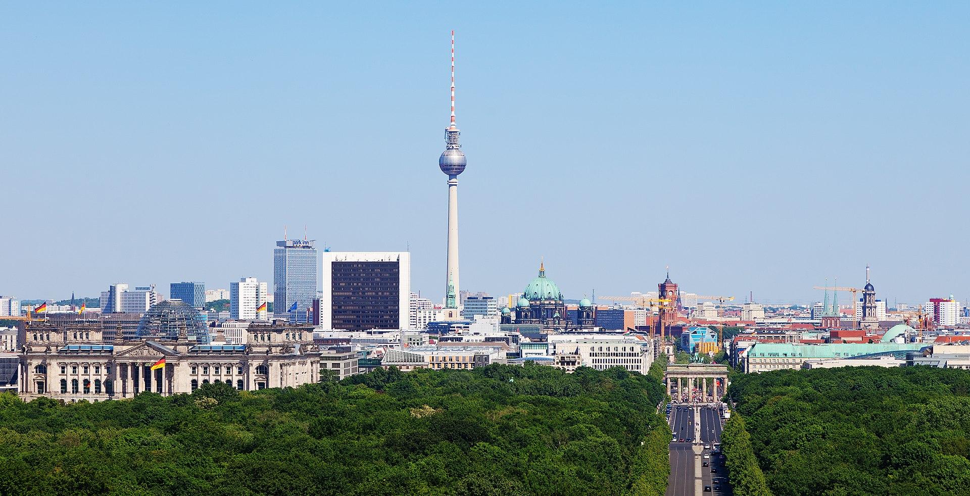 1920px Cityscape Berlin ✧ Das erste Mal in Berlin - Was Sie unbedingt besuchen müssen! ✧ Local City Guide